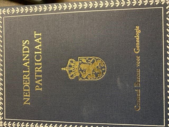 Nederland's Patriciaat Nederland`s Patriciaat. Gebonden in blauwe stempelband. Jrg. 2 (1911) t/m jrg.89  2009