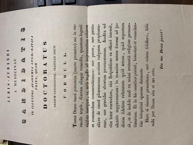 Juris-Jurandi a Medicinae Candidatis in illustri Academia Lugd. Batava prius, quam Doctoratus gradum nanciscantur, praesteri soliti Formula.