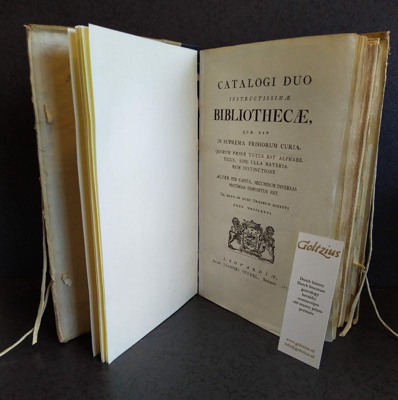 Catalogi duo instructissimae bibliothecae, quae est in suprema Frisiorum curia. Quorum prior totus est alphabeticus, sine ulla materiarum distinctione alter per capita, secundum diversas materias dispotus est.