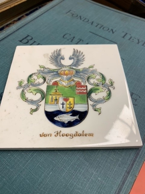 Van Hoogdalem - tegel/tile with coloured coat of arms.