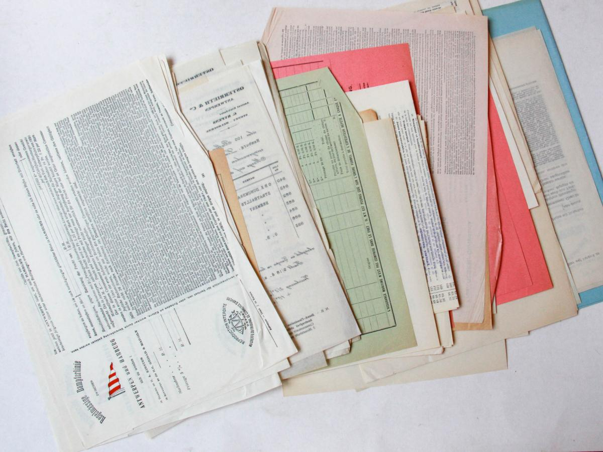 Legal documents: French, German and English contracts and terms and conditions (diverse Franse, Duitse en Engelse juridische documenten).